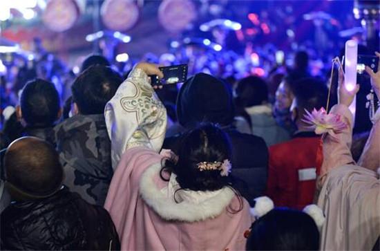 """留学生带动海外""""汉服热""""_2021中国成都国际汉服节引发强烈反响"""