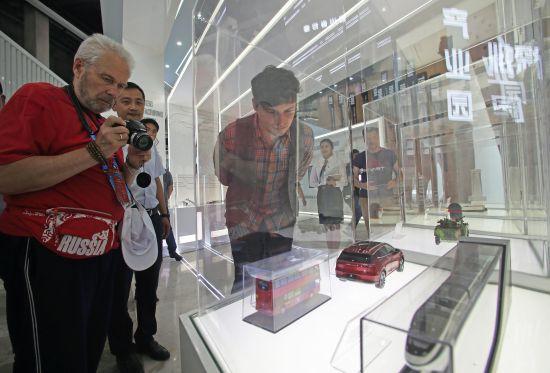 """俄罗斯媒体代表走进""""小平故里""""_点赞广安产业发展新高度"""