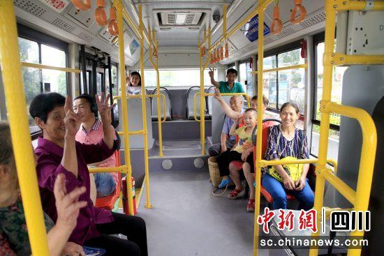 龙马潭区全域公交。 汪静 摄