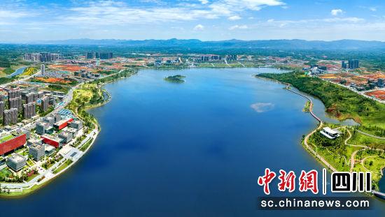 天府新区兴隆湖一景。